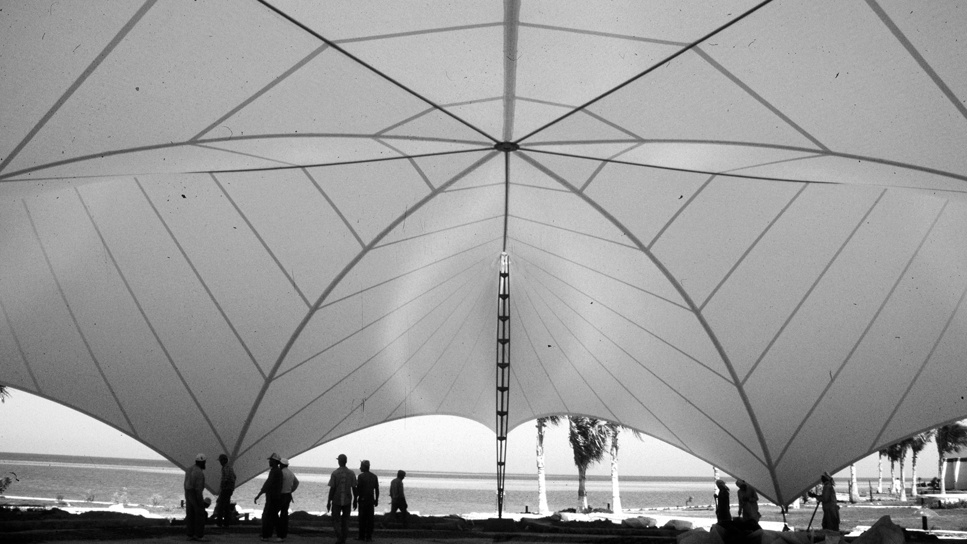 Tent architecture for the Thuwal Palace beach residence - In 1990, SL Rasch designed and implemented the lightweight architecture for the beach residence in Thuwal, Saudi Arabia. The pure forms and balanced blend of lightness and elegance give the tents a sculptural quality. By opening up a view of the surrounding gardens and the sea, the wavelike openings of the convention tent make the outdoor space part of the interior experience.